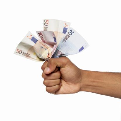 Met spoed geld lenen met uitkering